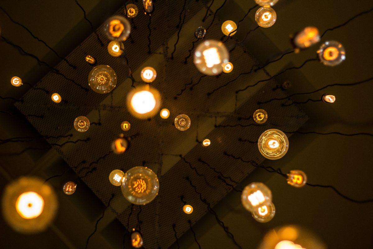インテリアコーディネーター直伝!空間を変える電球・照明選びのコツ(インテリアライター)