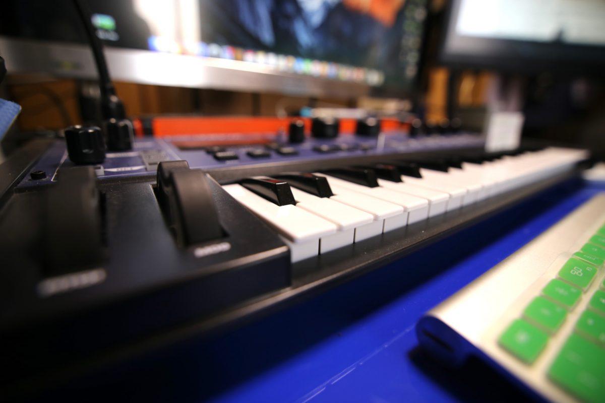 「耳で見せる」音とフレーズの妙技。米津玄師の楽曲から探る現代版ヒット曲の法則