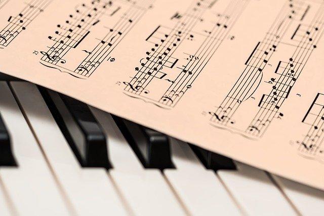 「アレグロ=速く」では不十分?音楽用語の本来の意味をイタリアの日常会話から読み解く